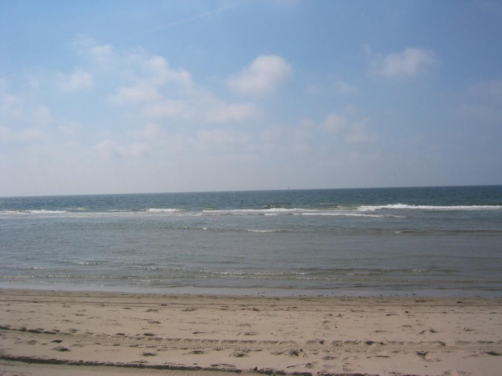 En na 6 uurtjes is het zeewater weer terug bij de vloedlijn.